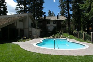Seasons 4 Condominiums :: 1 and 2 Bedroom Condominium property with Game Room, Hot Spa, Dry Sauna and Heated Pool.  Golf & Lodging  Packages offered.
